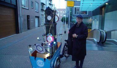 Illusionist trekt door Tilburg voor promoactie fietsenstallingen langer open